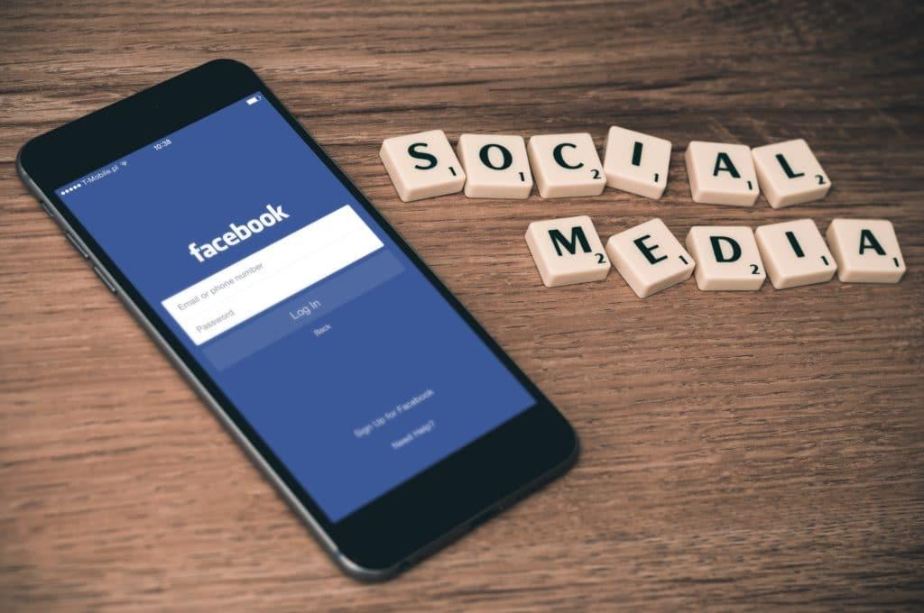 les réseaux sociaux pour se faire connaitre
